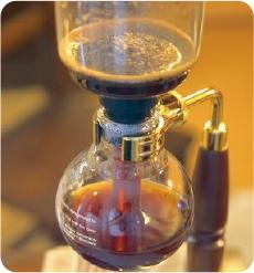 自家焙煎した挽きたてのコーヒー
